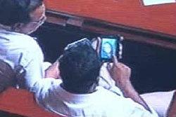 3รัฐมนตรีอินเดีย ถูกจับได้ดูคลิปโป๊ขณะประชุมสภา