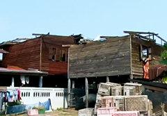 พายุฤดูร้อนถล่มอีสาน! บ้านพังหลายจังหวัด
