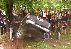 จันทบุรีถนนลื่น รถกระบะแหกโค้ง ดับยกครัว