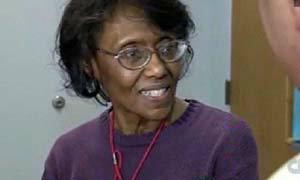 แฟ้มบุคคล ปรบมือให้ คุณย่าพนง.ไปรษณีย์เกษียณแล้ว ทำงาน 44 ปี ไม่เคย ลา-ขาด-ป่วย
