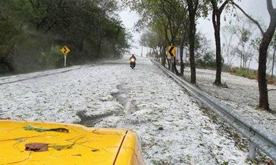 พายุลูกเห็บตกกระหน่ำภาคเหนือ ตื่นตา! ถนนขาวโพลน