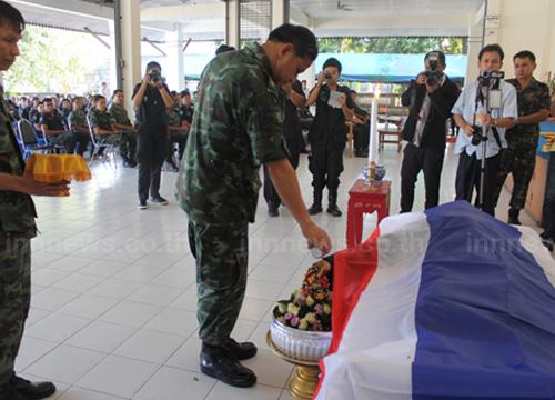 รดน้ำศพทหารพรานยะลาเสียชีวิตเหตุระเบิด