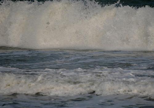 พายุถล่มอ่าวน้อย เรือประมงพังกว่า 40 ลำ