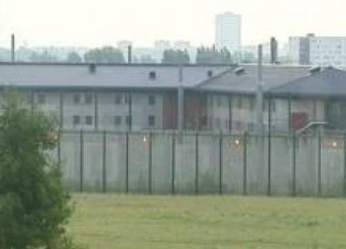 นักโทษฝรั่งเศสจับ5ผู้คุมเป็นตัวประกันแหกคุก