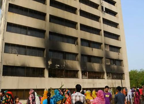 ไฟไหม้โรงงานเย็บผ้า บังกลาเทศ ตาย 8 ศพ