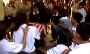 คลิปนักเรียนชายหญิง 20 คน รุมตบเพื่อนสาว จนสมองบวม