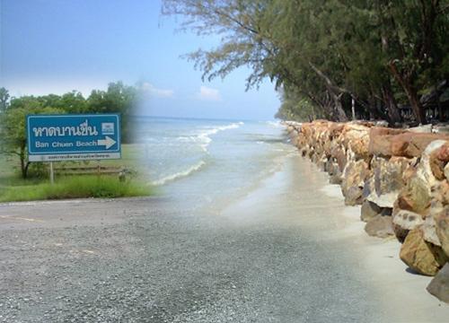 จี้อบต.ไม้รูด แก้ถนนชำรุดทางเข้าหาดบานชื่น