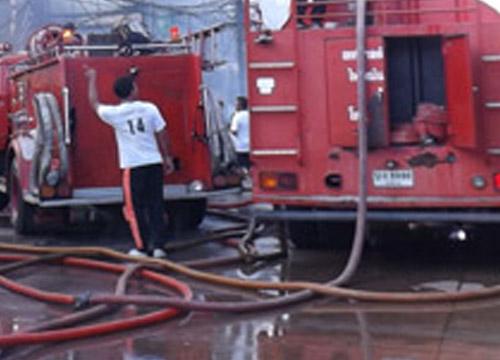 ไฟไหม้โรงงานผลิตสีพลาสติกที่ชลบุรี
