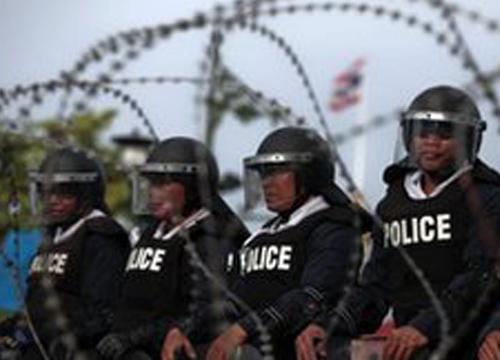 สื่อนอกเผยม็อบหนาแน่นในไทย-รัฐสภาแถลงนิรโทษกรรม