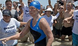 หญิงวัย64 ปี ว่ายน้ำจากคิวบาถึงสหรัฐ