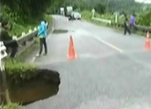 จนท.เคลียร์พื้นที่ฝนถล่มแม่ฮ่องสอนสัญจรปกติ