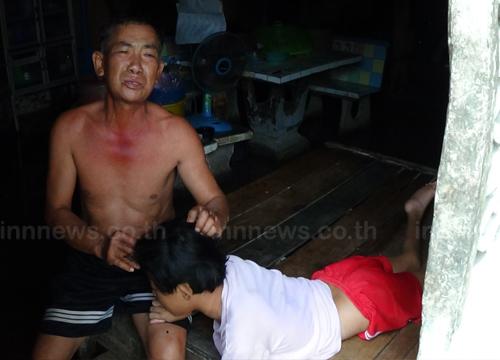 พ่ออ่างทองวอนช่วยลูกพิการนำท่วมไร้เงิน