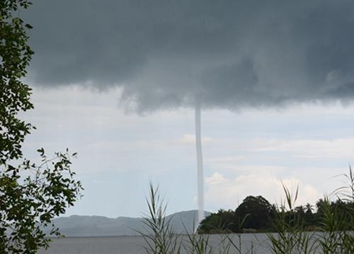 พายุงวงช้างก่อตัวกลางทะเลสาบสงขลา
