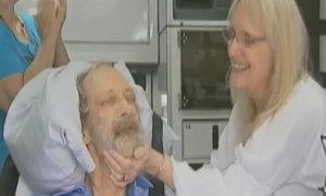 เศร้า! คู่รักแต่งงานบนรถพยาบาล ก่อนสิ้นใจด้วยมะเร็ง