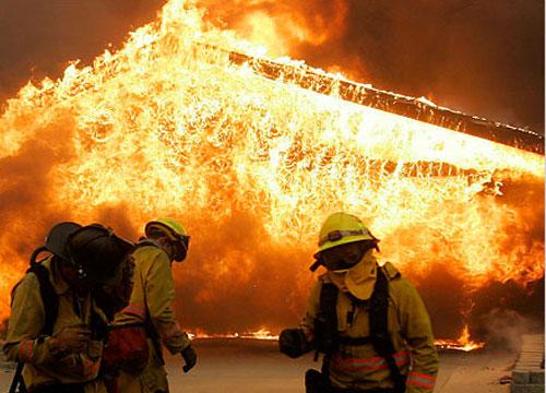 ไฟไหม้วัดบุญเกิด คาดไฟฟ้าลัดวงจร