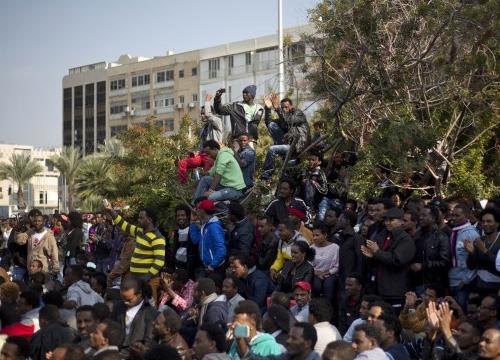 แอฟริกันนับพันประท้วงที่สถานทูตUS