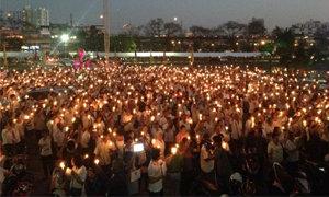 นิสิตนักศึกษา จุดเทียนเพื่อสันติภาพ หนุนเลือกตั้ง