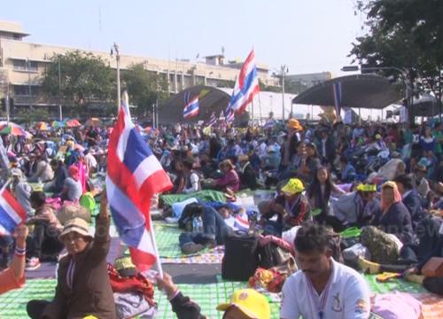 ปินส์เตือนพลเมืองในไทยเลี่ยงใส่เสื้อเหลือง-แดง