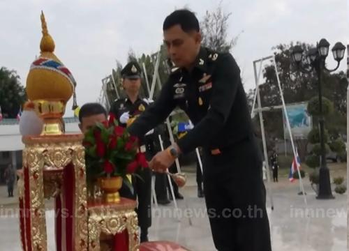ผู้บังคับการทบ.สุรินทร์วางพวงมาลาวันกองทัพไทย