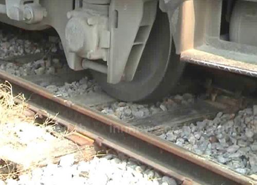 รถไฟตกรางก่อนถึงสถานีแม่เมาะลำปาง