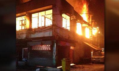 ไฟไหม้วอดตึกแถวดินแดง พ่อแม่ลูกตายยกครัว 4 ศพ
