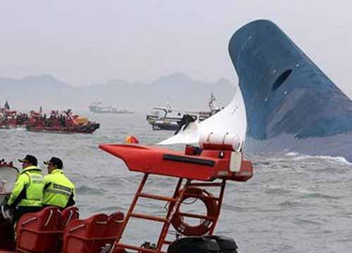 อากาศเลวร้ายค้นหาร่างเหยื่อเรือล่มไม่ได้