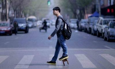 หนุ่มจีนกับโรคประหลาด ขาสองข้างยาวไม่เท่ากัน