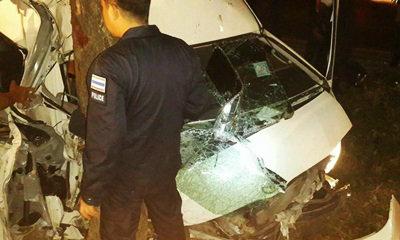 รถตู้ตำรวจควบคุมฝูงชน ชนอัดต้นไม้ อาการสาหัส 3 นาย
