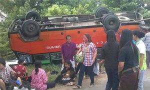 พ่วง18ล้อ ชนรถบัส ที่โคราช เจ็บอื้อ!!