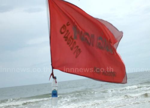 5ชายหาดคลื่นแรงปักธงแดงเตือนห้ามเล่นน้ำ