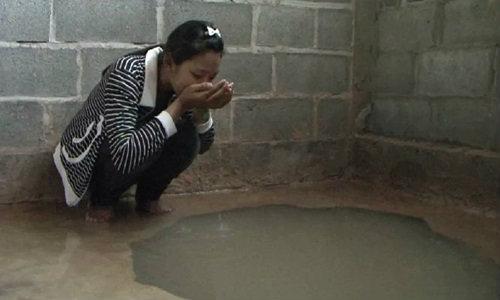 สุรินทร์ตื่น! น้ำผุดกลางบ้าน ร่างทรงชี้อิทธิฤทธิ์พญานาค เชื่อรักษาโรค
