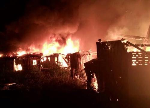 ไฟไหม้ชุมชนย่านอุดมสุข19วอด15หลังเจ็บ5ราย