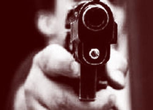 คนร้ายใช้ปืนจ่อยิงหัวหนุ่มนิรนามห่างโรงพัก300ม.