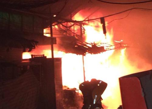 ระทึกไฟไหม้ร้านขายผ้าจตุจักร-คุมเพลิงแล้ว