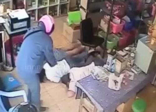 ศาลอนุมัติหมายจับ2ผู้ต้องหาปล้นร้านสมุนไพรแล้ว
