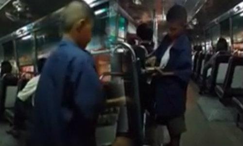 ชาวเน็ตชื่นชม! กระเป๋ารถเมล์รุ่นเด็ก รถร่วมสาย 182