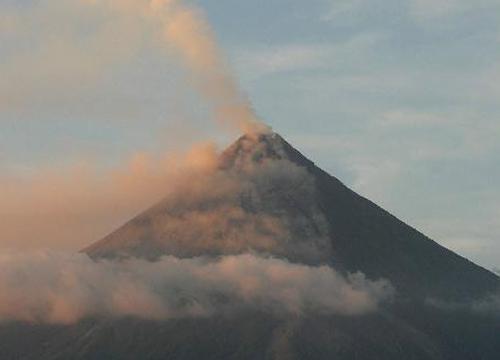 ฟิลิปปินส์สั่งอพยพปชช.หวั่นภูเขาไฟปะทุ