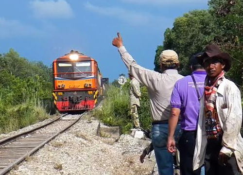 ซ่อมรางรถไฟพื้นที่อ.จะนะจ.สงขลาเสร็จแล้ว