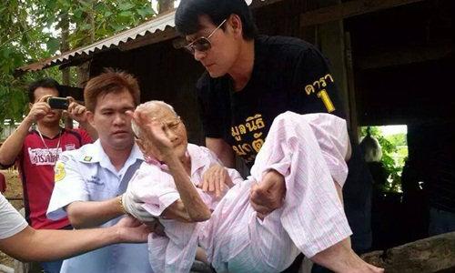 ชาวเน็ตชื่นชม! บิณฑ์ บรรลือฤทธิ์ ช่วยยายตาบอด นอนเพิง 5 ปี