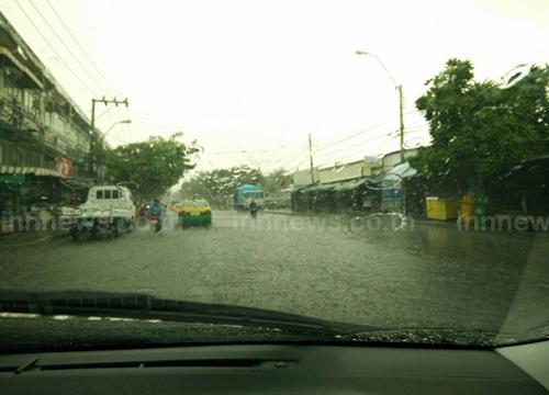 ฝนถล่มกทม.ลำลูกการามฯท่วมขังรถหนึบ
