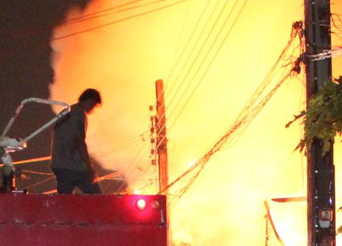 ไฟไหม้บ้านชุมชนท่าสะอ้านบางปะกงวอด3หลัง
