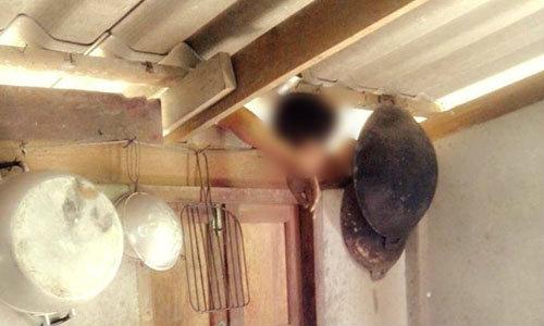 เจ้าของบ้านผงะ! โจรปีนเข้าครัว หัวติดขื่อดับสยอง