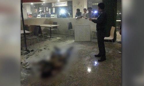 หนุ่มญี่ปุ่นจุดไฟเผาตัวเอง โดดตึกชั้น 4 ย่านสีลม