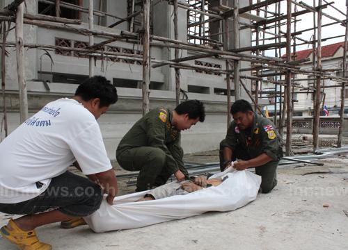 แรงงานพม่าพลัดตกนั่งร้านดับคาวัด