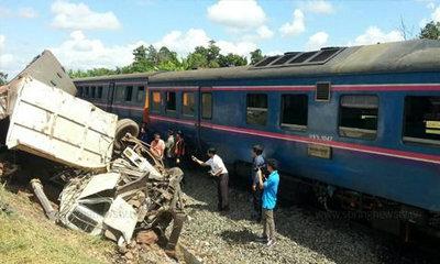 อีกแล้ว! รถไฟชนรถบรรทุกพ่วงขอนแก่น ตาย 4 เจ็บเพียบ