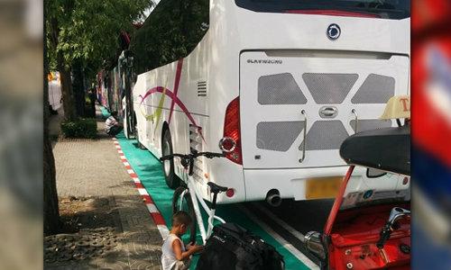 วิจารณ์หึ่ง! รถบัสจอดทับเลนจักรยาน ผู้ว่าฯ เพิ่งทาสีเมื่อวาน