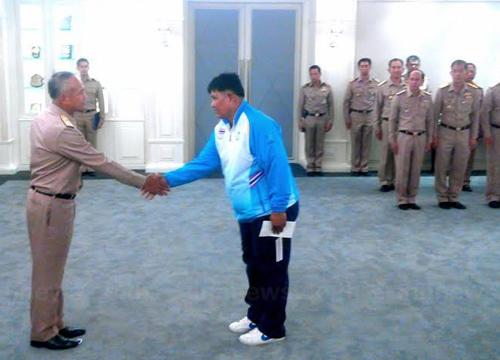 พล.อ.ไกรสรมอบรางวัลนักกีฬาทีมชาติสังกัดทร.
