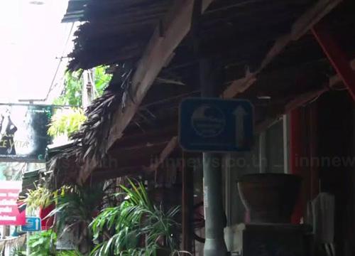 ชาวเกาะพีพีวอนซ่อมป้ายหนีภัยสึนามิ