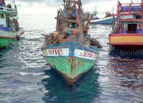 ประมงไทยล้อมจับเรือเวียดนามรุกน่านน้ำ