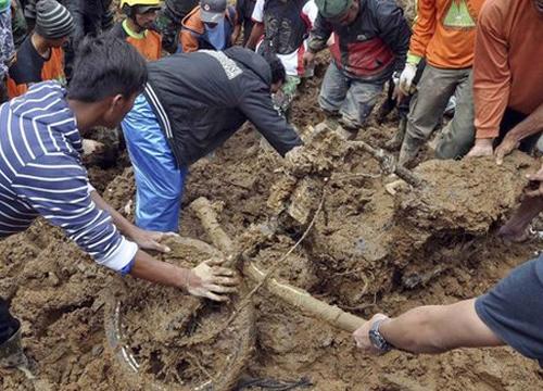 ดินถล่มอินโดฯชาวบ้านหายกว่า80จนท.เร่งหา